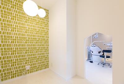キッズスペースを完備し、親子で安心できる歯科医院
